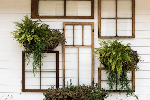 Schmuckbild für Coaching mit diversen Fensterrahmen an einer Fassade