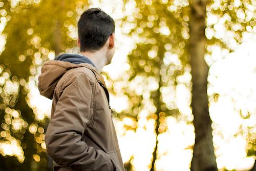 Schmuckbild für Coaching inBewegung mit Person im Wald